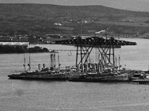 USS Oriole (AM-7) - Image: Minesweepers laid up at Pearl Harbor c 1922