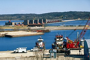 Mississippi River Lock and Dam number 14.jpg