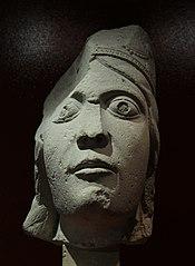 Tête de statue-colonne: la reine de Saba