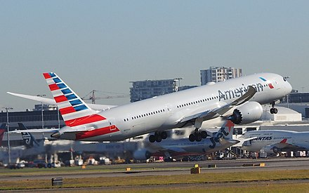 An American Airlines Boeing 787-9 taking off from Sydney Airport in July 2018 N834AA taking off from Sydney Airport July 2018.jpg