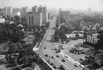 Westlake, Los Angeles - Looking southeast along Wilshire from Lafayette Park, 1945