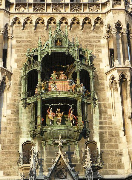 Datei:Neues Rathaus München Glockenspiel.jpg