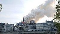 Notre-Dame de Paris, Incendie 15 avril 2019 19h02.47.jpg