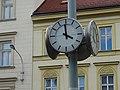 Nové Město, Opletalova, hodiny poblíž hlavního nádraží.jpg