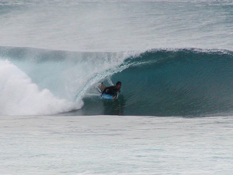 Image:Oahu North Shore surfing tube.jpg