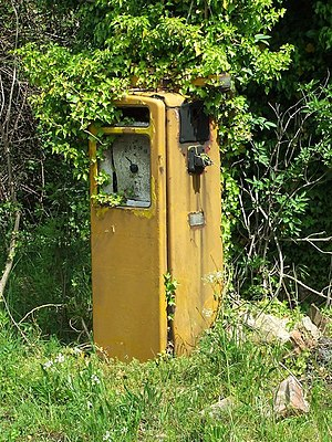English: Old petrol pump Old petrol pump outsi...