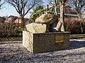 Oorlogs monument in Niezijl.JPG