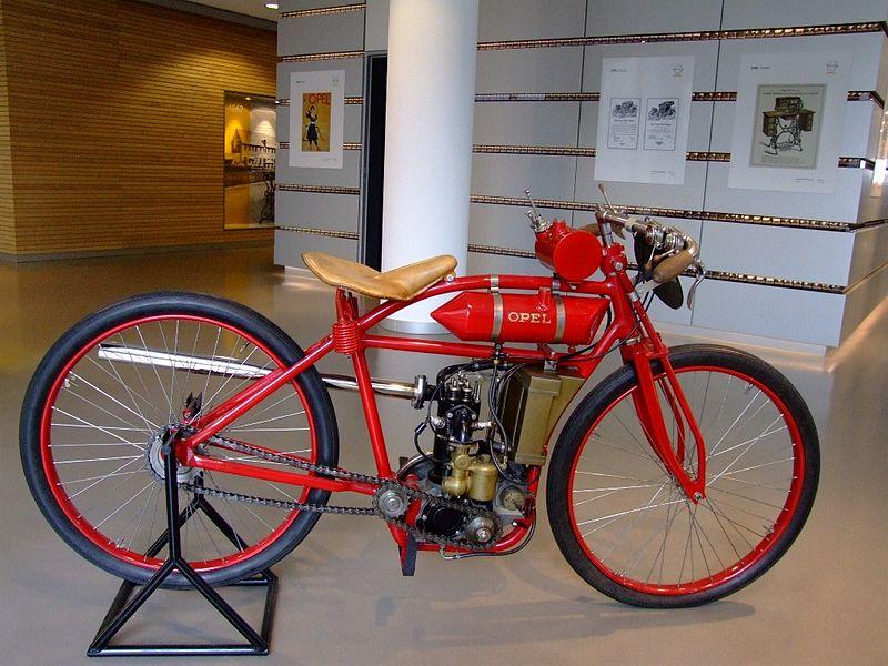 Los principios de Opel y sus modelos 800px-Opel_Motorrad_1921-22