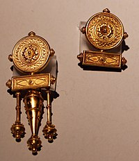 9085ef6158 Ori castellani, realizzati a imitazione dell'antico in parte inglobando  materiali originari, XIX