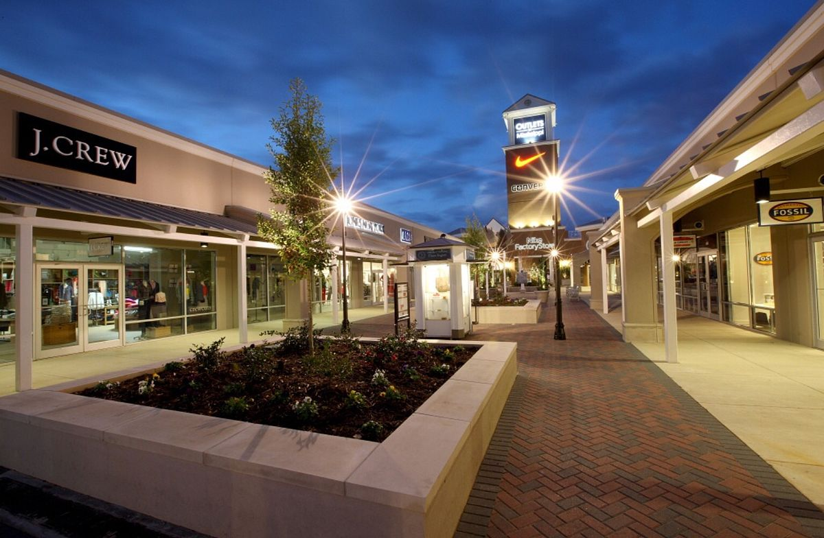 Located at Bass Pro Drive in Pearl, MS, the Outlets of Mississippi is the state's largest outlet shopping destination. At , square feet the Outlets of Mississippi features Learn more about Outlets of Mississippi, Opens a popup4/4(15).