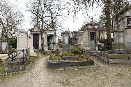 Père-Lachaise - Division 13 - Rond-point Casimir-Périer 14.jpg