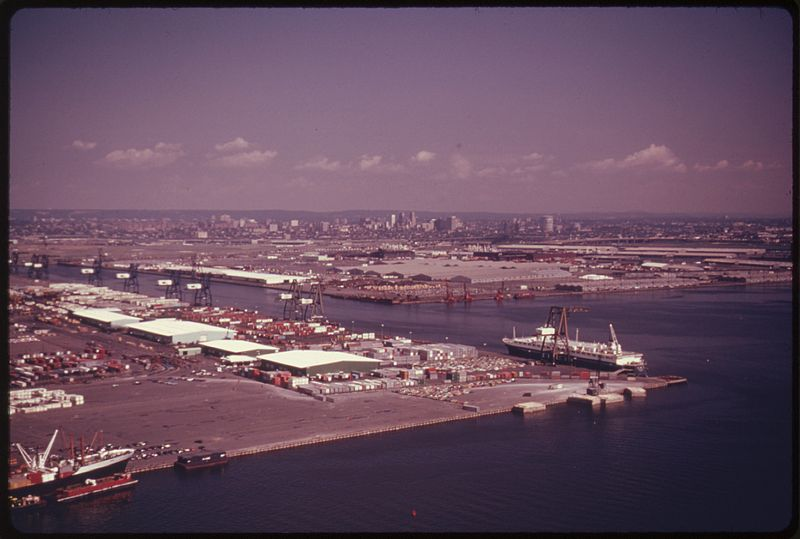 File:PORT OF NEWARK, NEW JERSEY. THE NEW YORK, NEW JERSEY METROPOLITAN REGION IS ONE OF THE MOST CONGESTED URBAN AND... - NARA - 555760.jpg