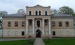 Palace in Zloczew front.jpg