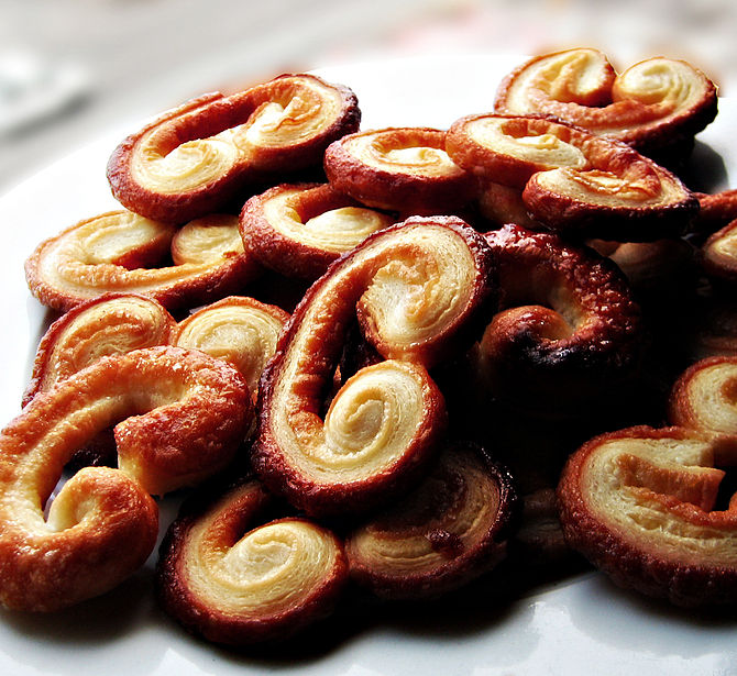 English: These are palmiers, or sugar cookies ...