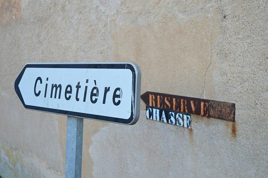 Panneau cimetière à Toussieux.