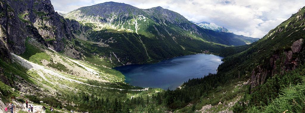 Vue sur le lac Morskie Oko dans le parc National des Tatras.