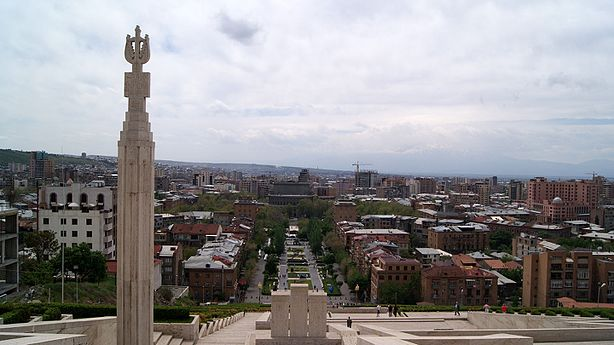 Panoramic view of Yerevan from Cascade (2).jpg