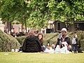 Paris 75001 Jardins du Carrousel 20140406 picnic.jpg