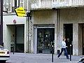 Paris 75011 Boulevard Voltaire no 198 shop window 20060824.jpg