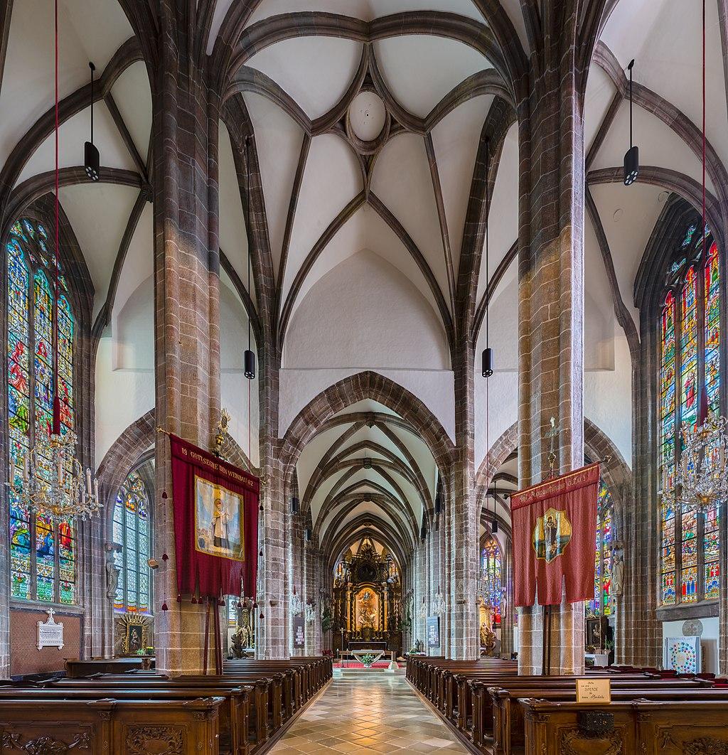Perchtoldsdorf Pfarrkirche Innenraum 01.jpg