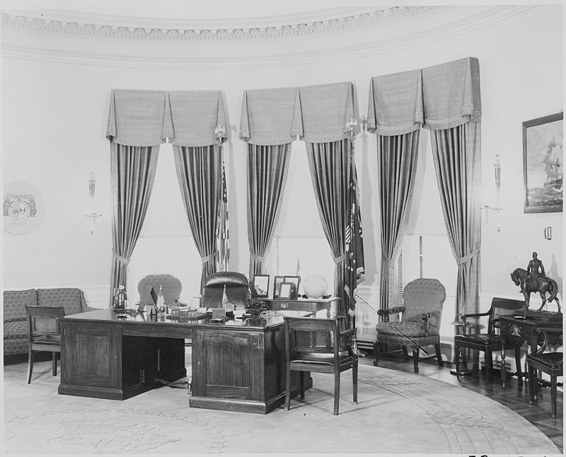 Photograph of President Truman%27s desk and other furnishings in the Oval Office of the White House. - NARA - 199460.jpg