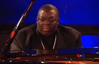 Cyrus Chestnut - Image: Pianist Cyrus Chestnut on VOA