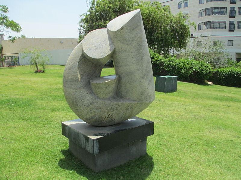 פסל משפחה של ורדה יורן בבילינסון
