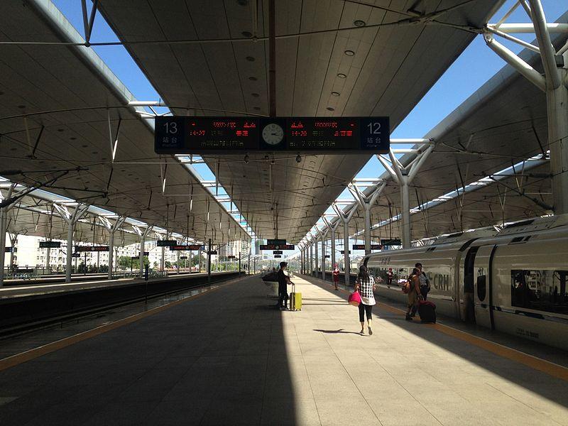 File:Platform of Tianjin Station 4.jpg