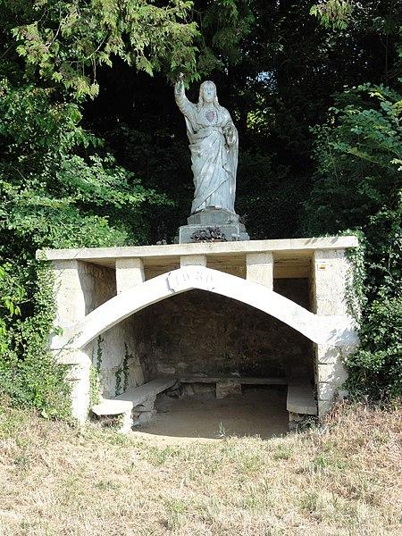 Ploisy (Aisne) statue sacré Coeur sur abri