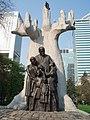 Pomnik Janusza Korczaka - panoramio (1).jpg