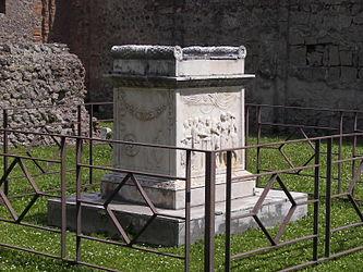 Pompeii Temple of Vespasian altar side 2.jpg