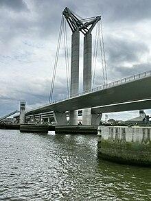 Les ponts du monde avec Google Earth - Page 17 220px-Pont_Gustave_Flaubert_D%C3%A9tail_d%27une_pile