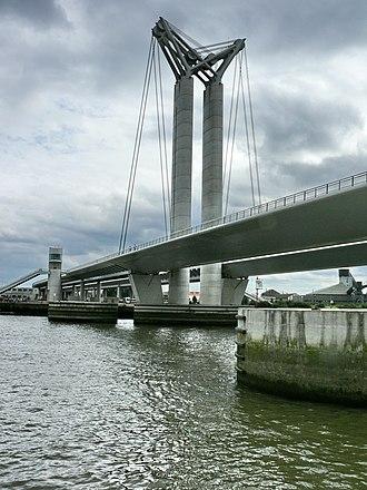 Pont Gustave-Flaubert - Close-up of a pylon (stanchion)