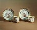 Porslin. Två koppar med fat - Hallwylska museet - 65168.tif