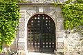 Porte d'entrée du château Lascours 16 ème siècle près de Laudun-l'Ardoise.JPG