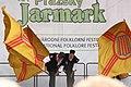 Praha, Staré Město, Ovocný trh, Pražský Jarmark, belgické vystoupení s vlajkami IV.JPG