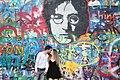 Praha-turisté-u-Lennonovy-zdi2019h.jpg