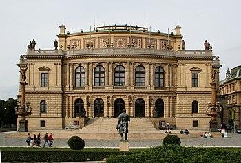 Fachada principal del Rudolfinum.