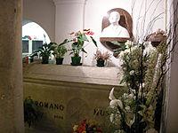 Predappio, cimitero di san cassiano, cripta, tomba di romano mussolini.JPG