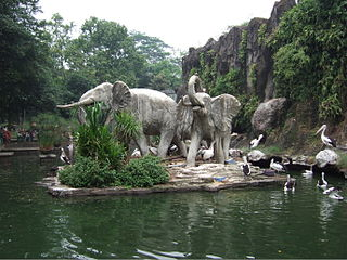 Patung Gajah di Ragunan Zoo