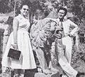 Ratna Ruthina and her husband in the Surabaya Zoo Film Varia May 1954 p15.jpg