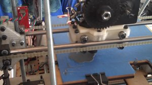 Fichier:RepRap-printing-object.ogv