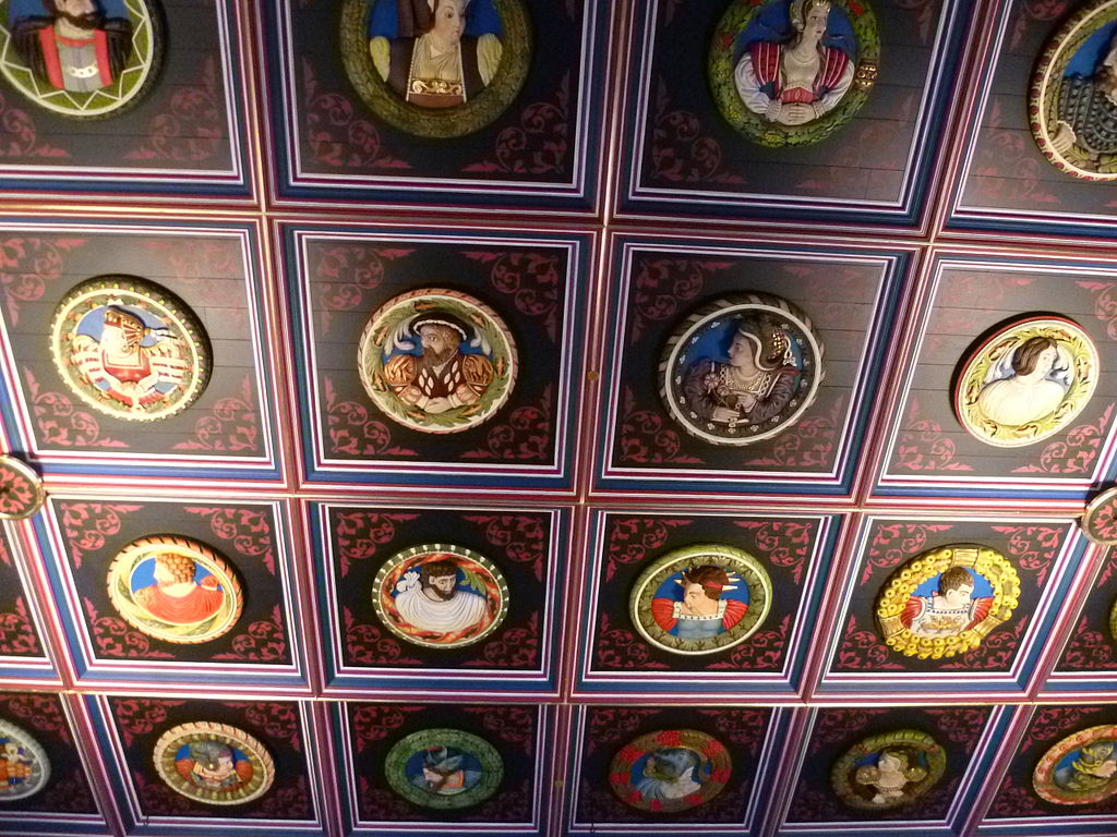 1024px-Restored_ceiling_of_the_King%27s_Chamber%2C_Stirling_Castle.jpg