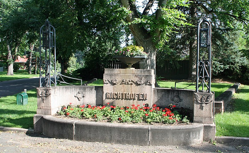 File:Richthofen Monument.JPG