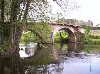 O Páramo - A bridge over Neira River. On the left, O Corgo; on the right, O Páramo.