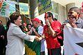 Rio de Janeiro- RJ - Dilma conversa com populares após entrevista à rádio (4777961432).jpg