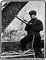 Riveter on new Chelsea Bridge north draw, March 1913.jpg