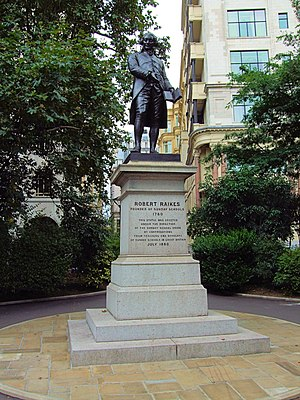 Statue of Robert Raikes, London - The statue in 2012