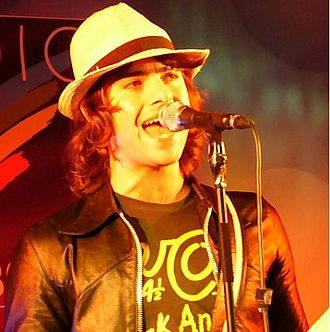 Robert Schwartzman - Schwartzman performing in 2008