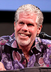 Ron Perlman interprète Nino.